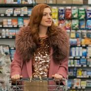 Die Guten ins Körbchen: Anne Hathaway und Gary Carr spielen ein Paar, das sich beim Einkauf findet.