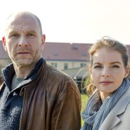 """Allzu umgänglich ist ihr Umgang miteinander zunächst einmal nicht: Götz Schubert und Yvonne Catterfeld spielen die Ermittler in """"Wolfsland""""."""