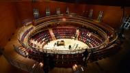 Wenn das keine Musik-Arena ist: Alles ist aus Holz, es schwingt und klingt. Der Pierre Boulez Saal im ehemaligen Kulissenmagazin der Berliner Staatsoper Unter den Linden ist eröffnet.
