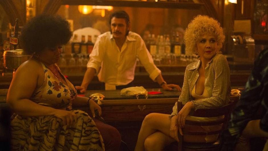 "Warten auf Kundschaft: James Franco und Maggie Gyllenhaal (rechts) in ""The Deuce""."