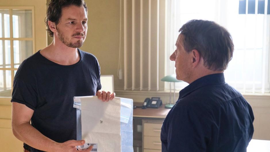 Post von einem Mörder: Die Kommissare Sebastian Bootz (Felix Klare, links) und Thorsten Lannert (Richy Müller) haben ein Rätsel zu lösen.