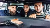 "Misstrauen am Steuer: Kida Khodr Ramadan als Ali ""Toni"" Hamady, Frederick Lau als Vince und Veysel Gelin als Abbas Hamady (von links)."