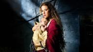 "In Ketten: Alexandra Neldel in der Verfilmung des Romans ""Die Wanderhure""."