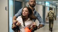 Finger weg! Shiri Conradi (Jasna Fritzi Bauer) lässt sich von niemandem in die Zange nehmen.