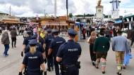 Sicher ist sicher: Polizeistreife auf dem Münchner Oktoberfest.