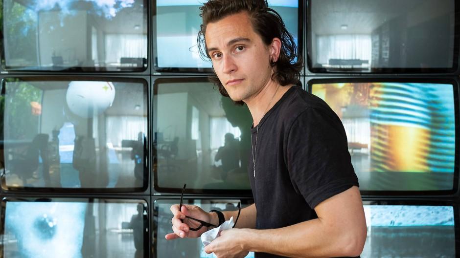 Eine einzige Perspektive ist nie genug: Jonas Englert in seinem Atelier.