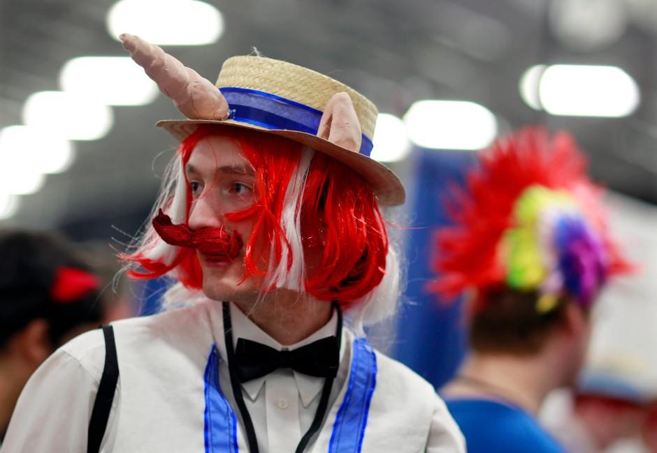 """Dieser Teilnehmer der """"BronyCon"""" in New Jersey will das Einhorn """"Flam"""" darstellen, das in der Serie als reisender Apfelweinhändler auftritt"""