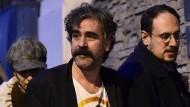 Deniz Yücel nach seiner Freilassung aus der Haft.
