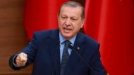 Hat einen langen Atem und füllt die Gefängnisse. Recep Tayyip Erdogan.