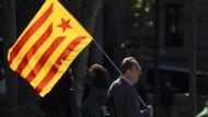 Spanisch, nein danke: Demonstrant mit der katalanischen Unabhängigkeitsfahne bei einer Kundgebung in Barcelona im Mai dieses Jahres.