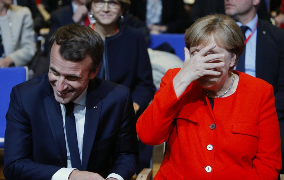 Amüsierten sich prächtig: Emmanuel Macron und Angela Merkel bei der Eröffnung der Buchmesse.