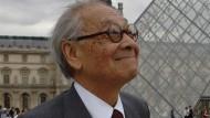 Ein Wahrzeichen von Paris stammt von ihm: I.M. Pei vor dem Louvre.