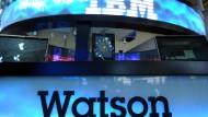 Ruhe bitte, der Chefredakteur arbeitet gerade: Watson, die künstliche Intelligenz, übernimmt einen Job nach dem anderen.