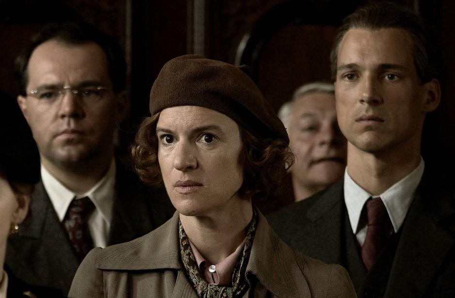 Erwartet das Schlimmste: Marigard Ohser (Inga Busch) fürchtet um ihren Mann Erich.
