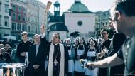 Selbstherrlich: Janusz Gajos spielt einen Erzbischof, dem nichts heilig ist.