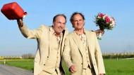 Wie Hund und Katz: Hans (Herbert Knaup) und Joachim (Uwe Ochsenknecht)