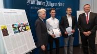 Bei der Auszeichnung: Andreas Barner, Vorsitzender der Fazit-Stiftung, die Preisträger Justin Müll und Fritz Büttner und F.A.Z.-Herausgeber Holger Steltzner (von links).