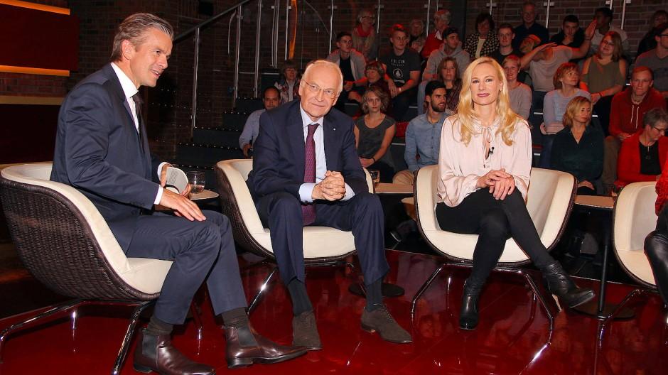 Egal, wer vor ihm sitzt, Moderator Markus Lanz wird schamlos seine Fragen stellen und über Münder fahren. So auch bei Edmund Stoiber und Tochter Constanze Hausmann im Oktober 2016.