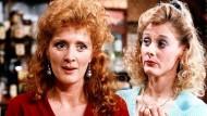 """Das waren noch Frisuren: Die Schauspielerinnen Beverley Callard (links), und Sarah Lancashire in """"Coronation Street"""""""
