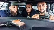 Ihre Blocks: Tony (Kida Khodr Ramadan, links), Vince (Frederick Lau) und Abbas (Veysel) unterwegs in Berlin-Neukölln.