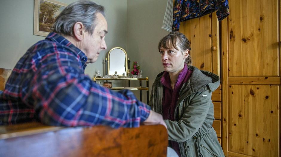 Schwierige Beziehung: Anne Werner (Katharina-Marie Schubert) mit ihrem Patienten Christian Hinderer Christoph Bantzer).