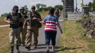 """Bewaffnete """"Zivilisten"""": Mitglieder einer rechten Miliz patrouillieren am Independence Day vor dem Gettysburg National Cemetery."""