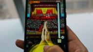 """Applaus, Applaus, Applaus: Vor zwei Jahren brachte WeChat das Spiel """"Clap for Xi Jinping: A Great Speech"""" heraus, bei dem man dem KP-Chef virtuell beklatschen konnte. Seine Rede dauerte drei Stunden."""
