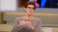 Wenn sie von freier Presse redet, meint sie den öffentlich-rechtlichen Rundfunk: Die saarländische Ministerpräsidentin Annegret Kramp- Karrenbauer (CDU) Anfang Oktober als Gast in der ARD-Talkshow von Anne Will.