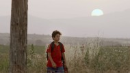 Auf sich allein gestellt: Der namenlose Junge ist nach der Trennung von seiner Familie allein im Grenzland unterwegs.