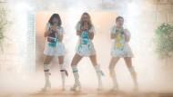 Junge Super Trouper: Tanya (Jessica Keenan Wynn), Donna (Lily James) und Rosie (Alexa Davies, von links).