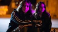 Ratlos in Amman: Mira (Salma Malhas) und ihre Freundin  Layla (Ban Halaweh) müssen herausfinden, wer die Geister rief.