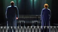 Eingesperrt und überwacht: Stephen Gould (links) als Tristan und Petra Lang als Isolde.