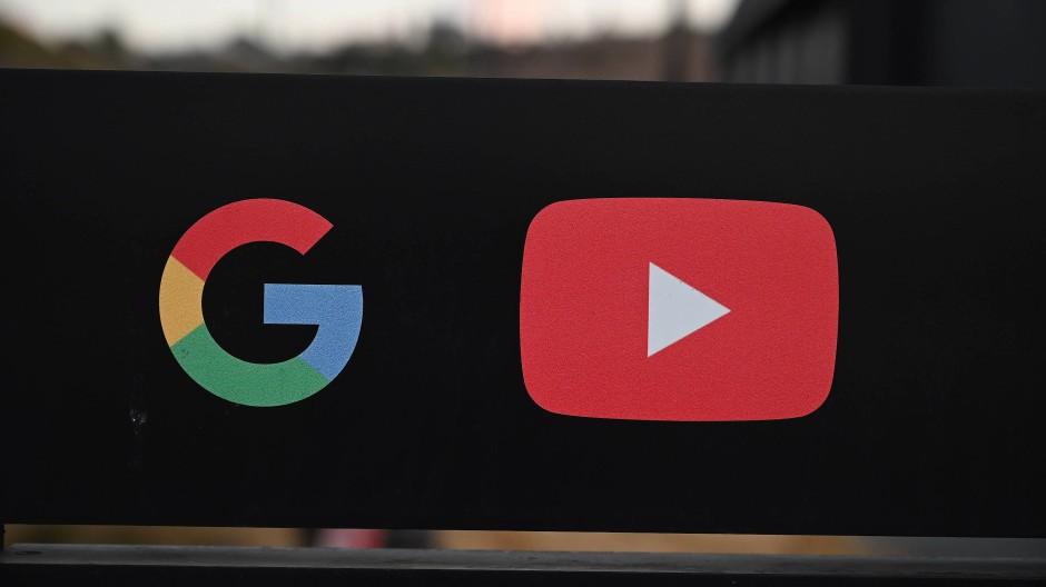 Wegbereiter der Digitalen Monokultur? Wenn es darum geht, Urheberrechten auszuweichen, sind amerikanische Netzriesen ganz vorne mit dabei.