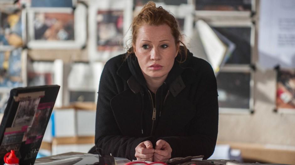 Mit Verschwörungstheorien hat die Hackerin Olga (Birgit Minichmayr) kein Problem.