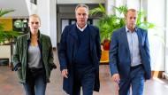 Wer steckt hinter dem Anschlag? Helen Dorn (Anna Loos) ermittelt im Fall des Jugendrichters Werner Kleinert (Heino Ferch, rechts).