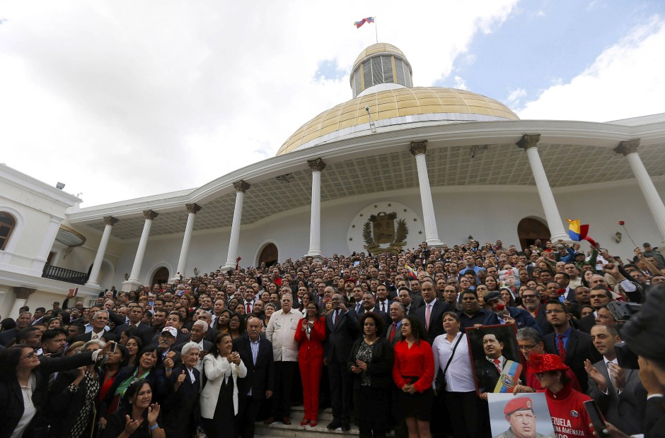 Gruppenbild mit Claqueuren: Die Verfassungsversammlung von Venezuela beschließt, was Maduro will.