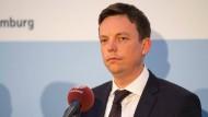 Ringt um eine Entscheidung: Der saarländische Ministerpräsident Tobias Hans (CDU) nach der Sitzung der Länderchefs am Mittwoch in Berlin.