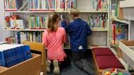 Wo Kinder zum Buch greifen - in der Bücherei.