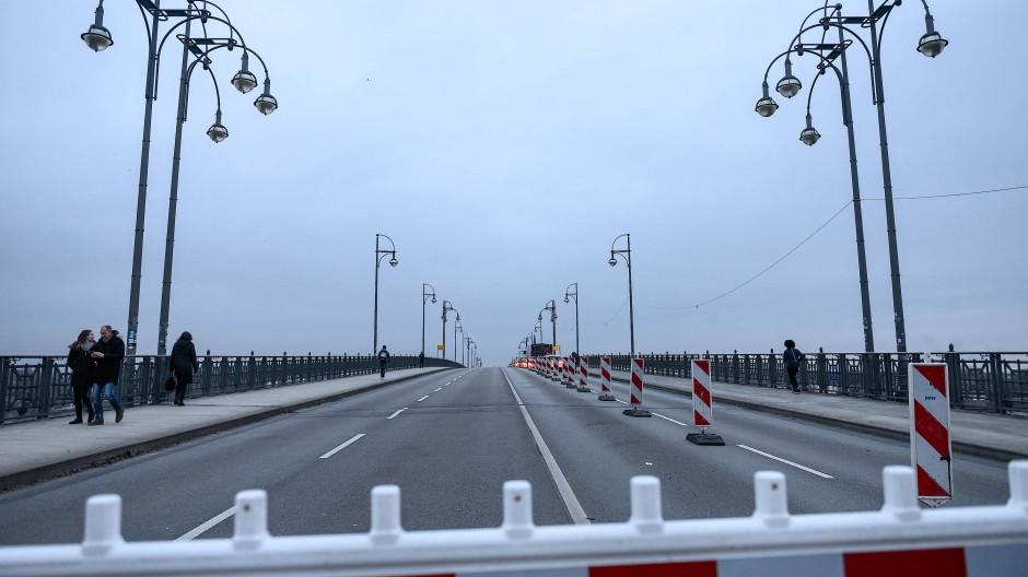 Kein Anschluss unter dieser Nummer: die Theodor-Heuss-Brücke in Mainz.