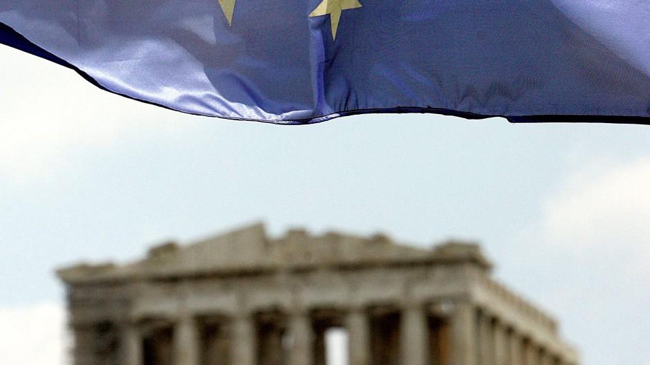 Athen ist die Wiege der Volksherrschaft. Die griechische Regierung kümmert sich mit ihren Maßnahmen um deren Grablegung.