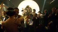 Nach uns die Sündenflut: In den Tingeltangel-Höhlen von Berlin tanzt die Partygesellschaft der zwanziger Jahre ihrem Untergang entgegen.