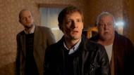 Von wegen trautes Heim: L'inspecteur Yoann Peeters (Yoann Blanc, links) und sein Kollege Sébastian (Guillaume Kerbusch) haben etwas entdeckt.