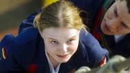 Lilly Borchert (Maria Dragus) ist voller Ehrgeiz, aber den Ansprüchen ihrer Ausbilder kann sie nicht genügen.