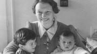 Mit Mutter Mia und kleinem Bruder: Zora Recker, geb. Bicanski