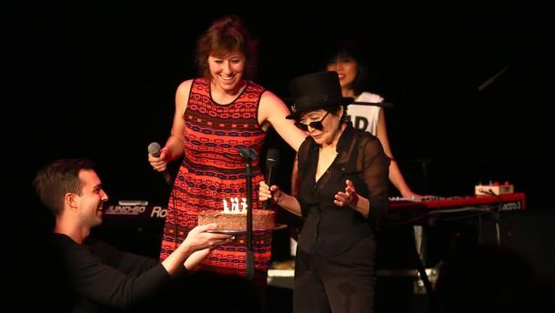Yoko Ono feiert 80. Geburtstag mit Konzert in Berlin