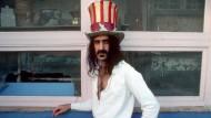 Frank Zappa spielte gern mit amerikanischen Symbolen, doch er war offen für die Musik der ganzen Welt.