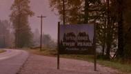 """Für die großen Sender führt kein Weg dorthin: Das Ortsschild von """"Twin Peaks"""", von dem die legendäre Serie von David Lynch handelt."""