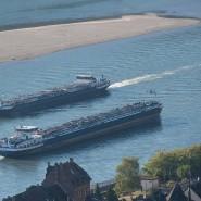 Zwei Tankschiffe liefern Öl über den Rhein – Trockenheit sorgt immer wieder für Lieferprobleme