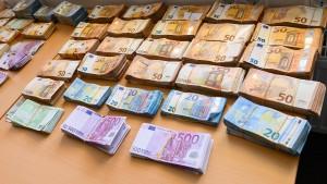 Erste Banken murren über Grenze für Bargeldeinzahlungen