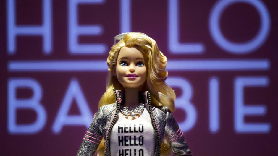 """Anfang November will Mattel """"Hello Barbie"""" herausbringen, eine mit künstlicher Intelligenz ausgestattete Version der Puppe."""